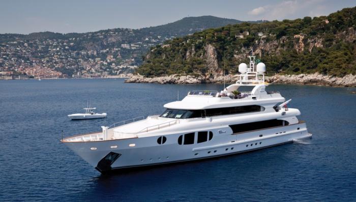 bina-yacht-exterior2